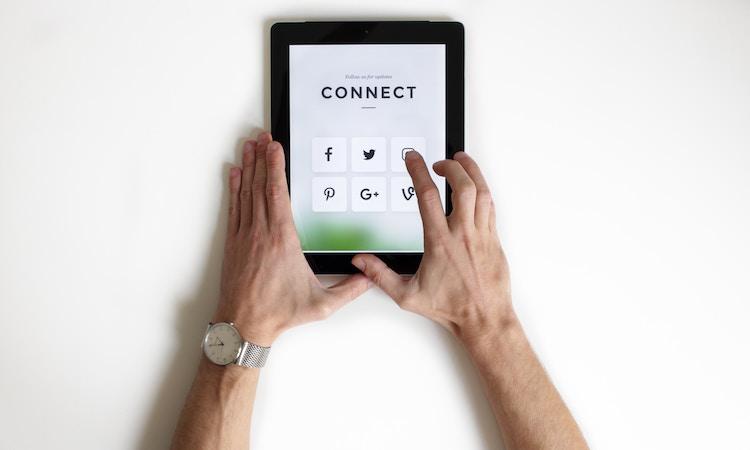 hoole blog social media marketing snake charmers body2
